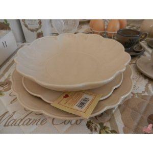 servizio piatti in ceramica beige per  posti tavola