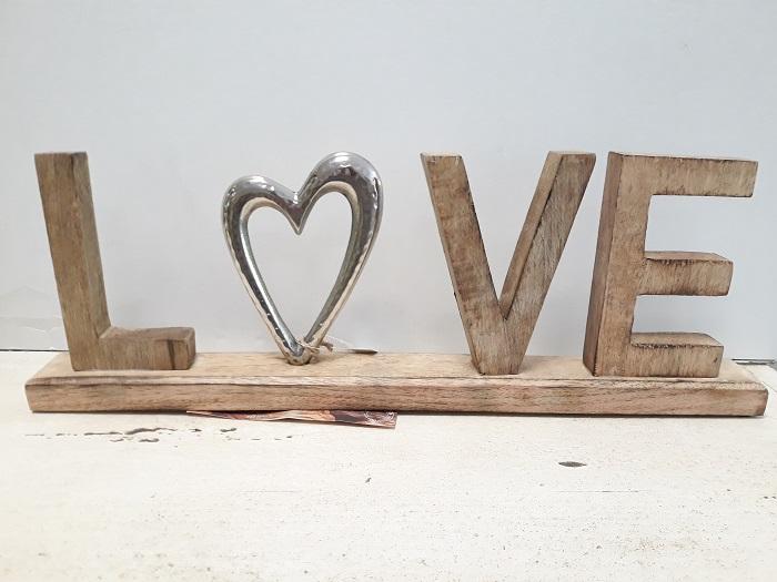 Scritta love in legno e metallo da appoggiare for Scritta home in legno