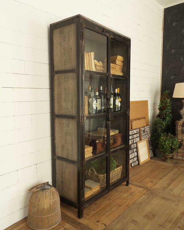 Mobile vetrina Industrial Mood in ferro e legno di Mango